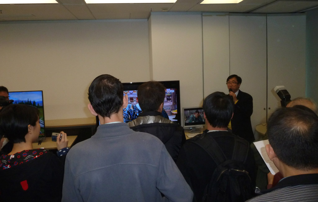 Mr. Alan Kan of Clever Motion Technology performing live demo of BoBo Nano PC.