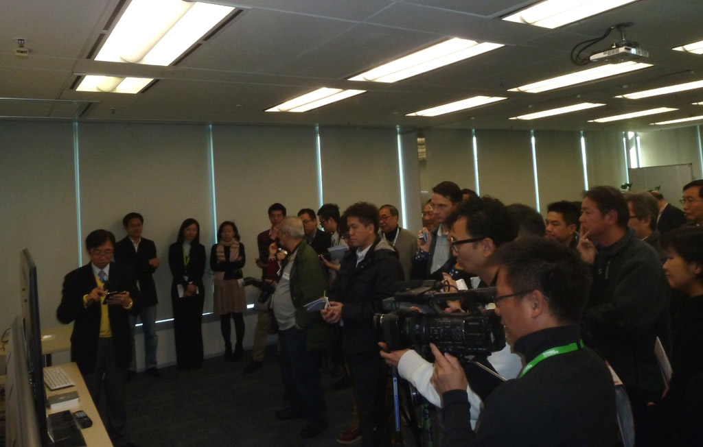 Mr. Alan Kan was surrounded by nearly 100 reporters and industry gurus.
