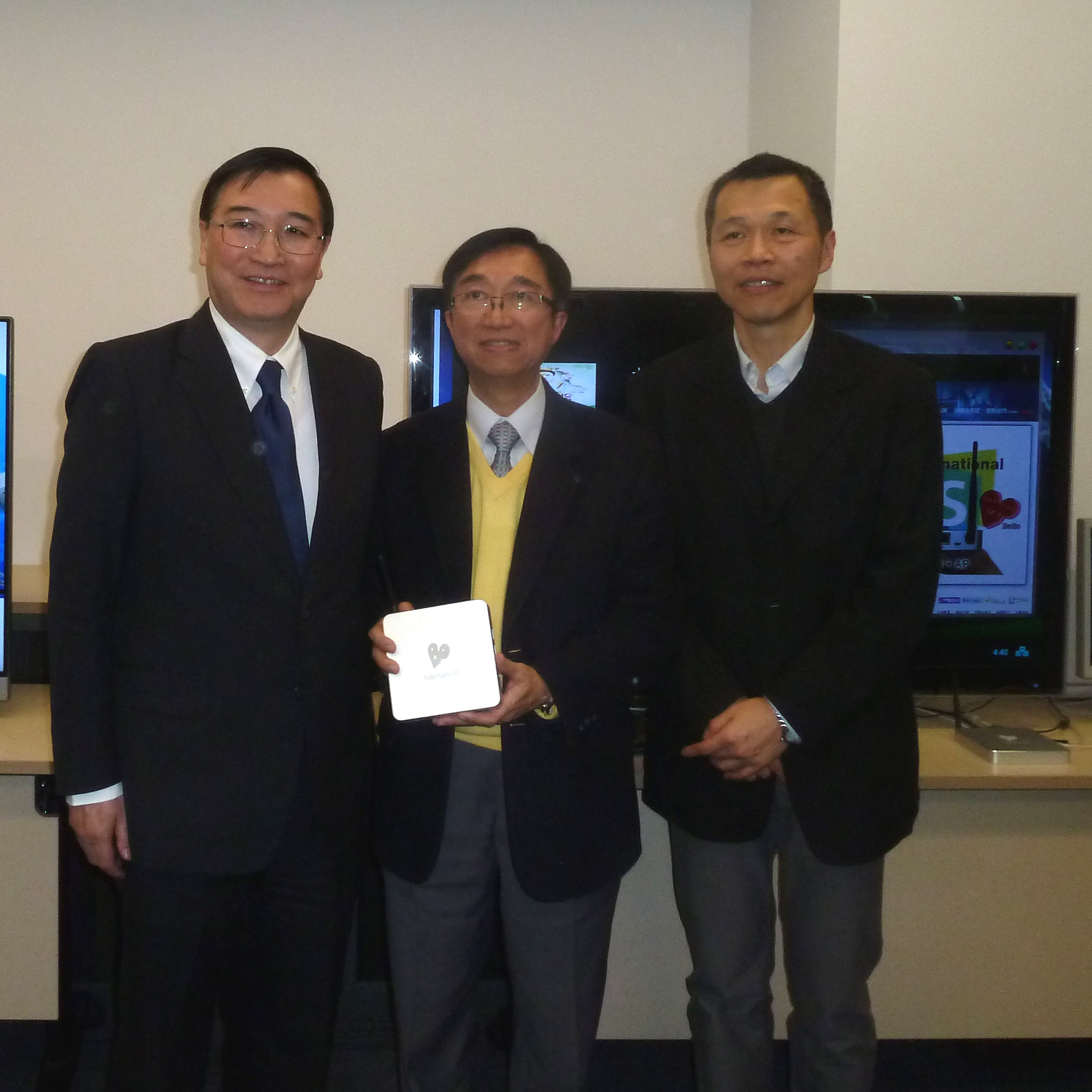 From left to right: Dr. Nim Kwan Cheung, CEO of ASTRI, Mr. Alan Kan, Dr. Jau Liu, Director of ECE, ASTRI